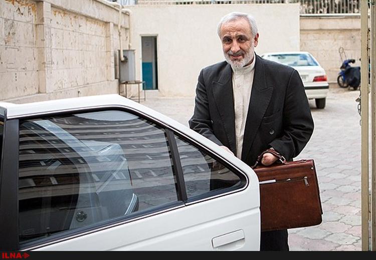 گفتوگوی چهره به چهره نادران در بازار تهران با مردم درباره کاندیدای اصلح