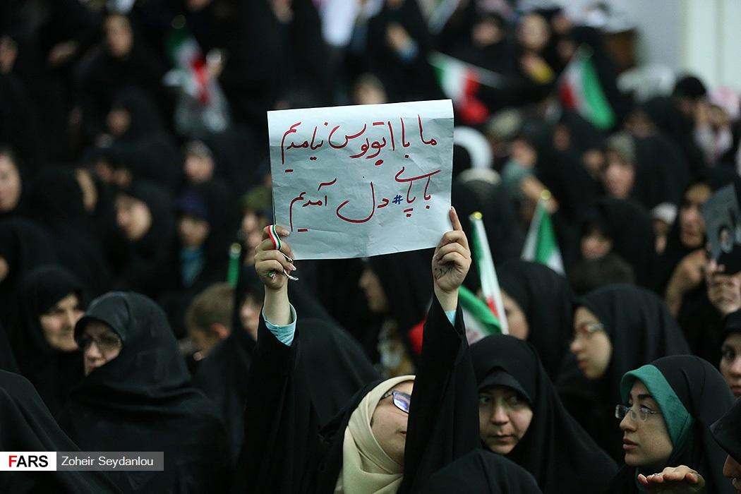 دست نوشته جالب هواداران سید ابراهیم #رئیسی «ما با اتوبوس نیامدیم، با پای دل آمدیم»