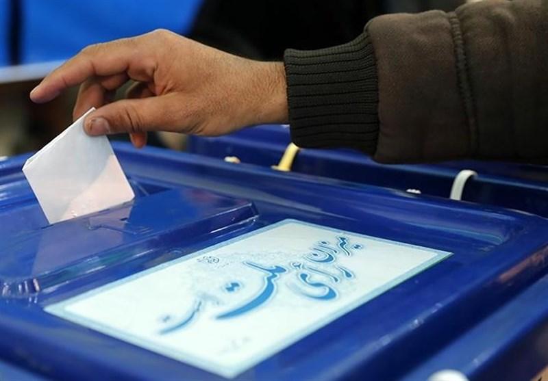 تخلف آشکار هیئت اجرایی انتخابات در حسینیه ارشاد در تبلیغ یک کاندیدا