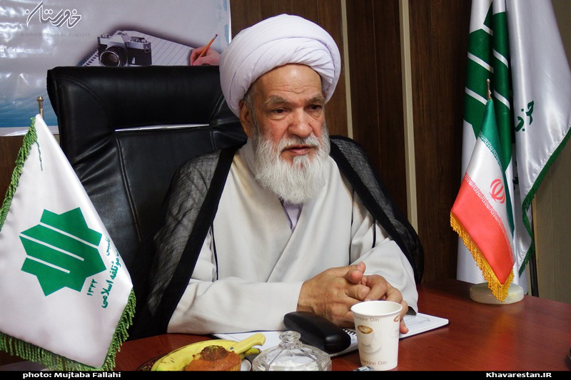 حجتالاسلام ابراهیمی : عمده آرای قالیباف در سبد رئیسی است/ روحانی شعارهای تند میدهد تا آرای خاکستری را برای خود کند