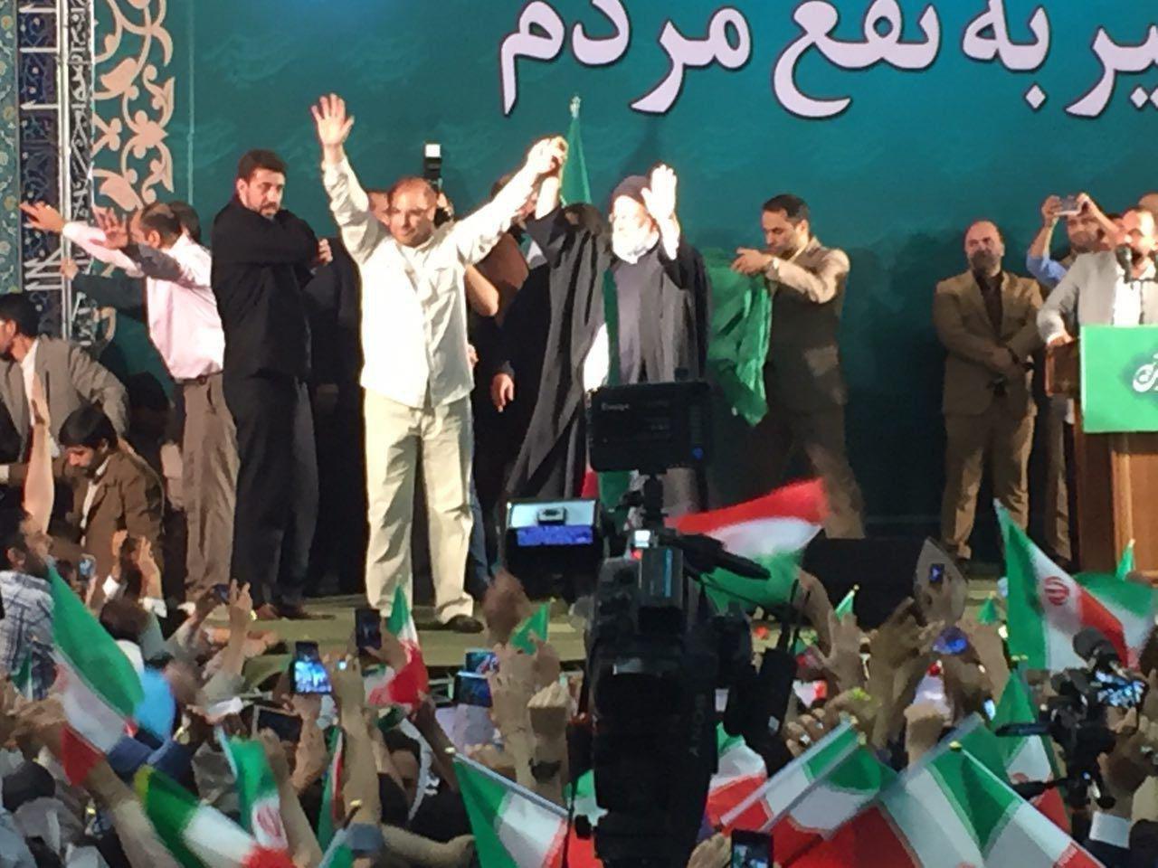 سید ابراهیم رئیسی در مصلی تهران: شما که پول نداشتید از کجا شب انتخابات خرج میکنید؟/آقای روحانی! شما نمیتوانید