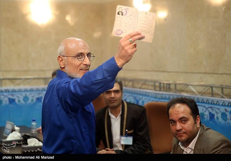 تصاویر ثبت نام مصطفی میرسلیم در ستاد انتخابات کشور