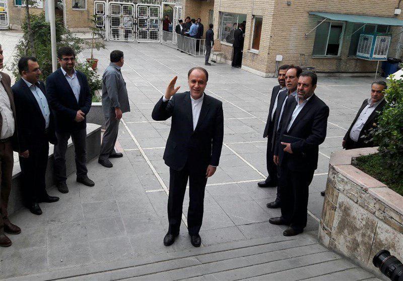 حاجیبابایی در انتخابات ریاستجمهوری ثبتنام کرد+ عکس