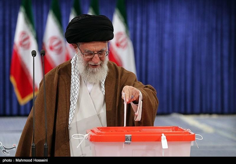 تصاویر شرکت رهبر معظم انقلاب اسلامی در انتخابات ریاست جمهوری و شورای شهر تهران