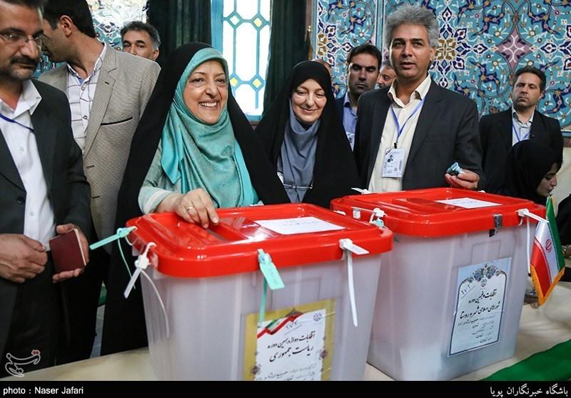 لحظه شرکت معصومه ابتکار در انتخابات ریاست جمهوری و شورای شهر تهران سال ۹۶ + عکس